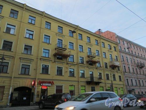 Литейный пр., дом 7. Работы по реставрации балконов на фасаде жилого дома. Фото 7 ноября 2013 г.