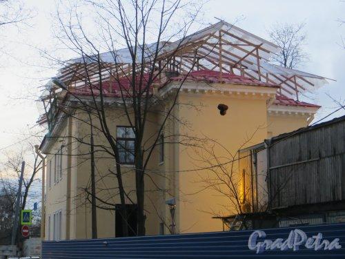 Пр. Энгельса, дом 1. Реконструкция здания Орлово-Новосильцевская богадельни под гостицу. Фото 7 ноября 2013 года.