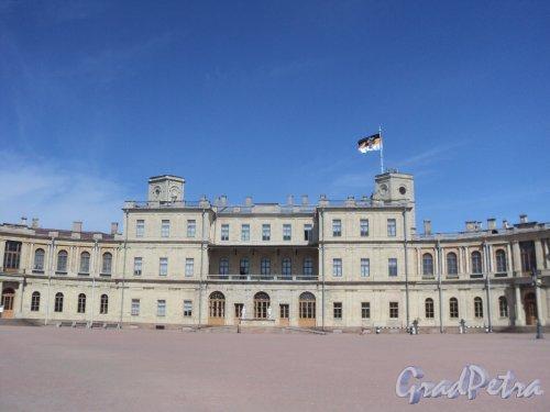 Красноармейский пр., дом 1. Центральная часть Гатчинского дворца. Фото 19 мая  2010 г.