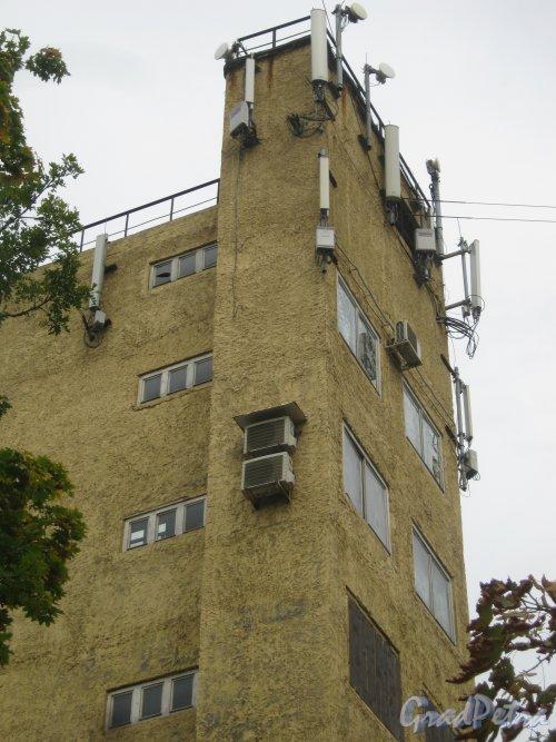 Загородный пр., дом 56. Здание пожарной части. Вид с Можайской ул. на верхнюю часть башни. Фото 9 сентября 2013 г.