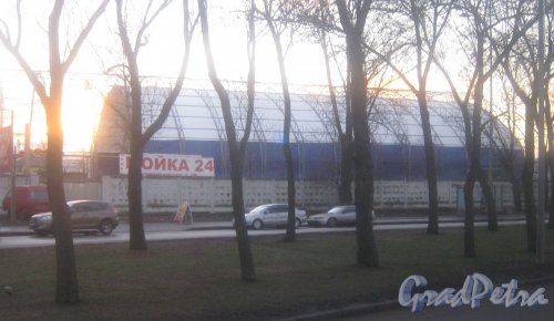 Лиговский пр., дом 246. Строительство ангара в районе дома 246. Фото декабрь 2013 г.