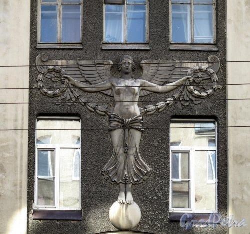 Малый пр., П.С., д. 32. Фрамент фасада. Фото апрель 2012 г.