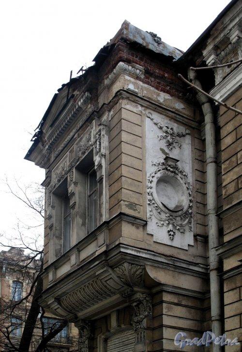 Рижский пр., д. 27. Особняк Э. А. Кирштена. Фрагмент фасада. Фото апрель 2012 г.