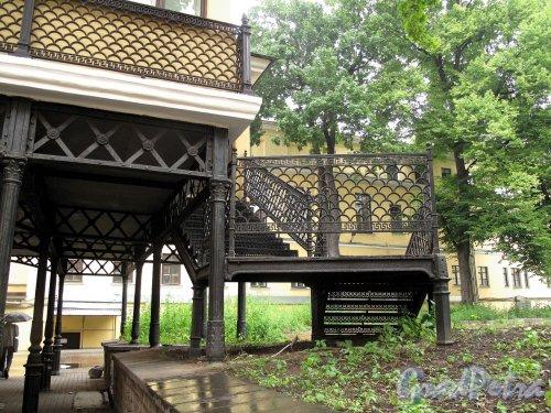 Невский пр., д. 84-86. Дом актера. Проход во внутренние дворы. Фото июнь 2012 г.