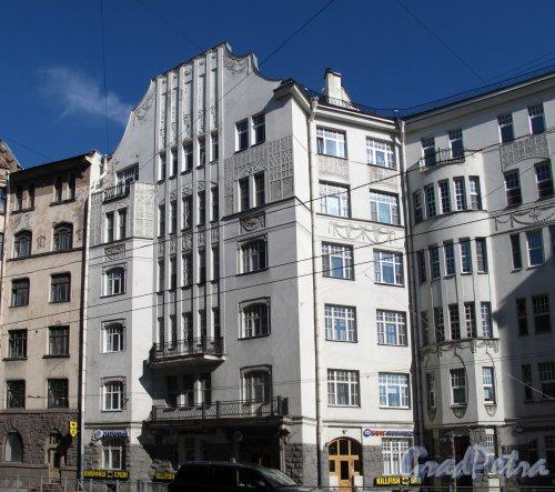 Большой пр., П.С., д. 79. Доходный дом К. М. Соколовского. Фрагмент фасада. фото июль 2012 г.