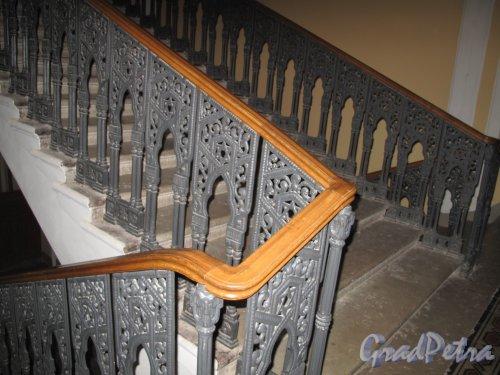 Лермонтовский пр., д. 2. Большая хоральная синагога. Лестница. Фото апрель 2013 г