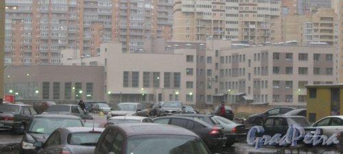 Ленинский пр., дом 80, корпус 2. Общий вид с пр. Кузнецова. Фото 29 декабря 2013 г.