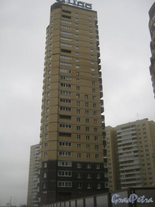 Пр. Кузнецова, дом 12, корпус 1. Вид от дома 14, корпус 1. Фото 29 декабря 2013 г.