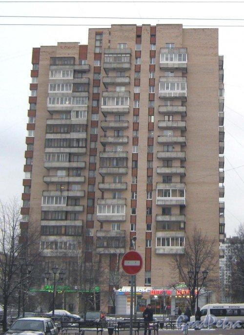 Ленинский пр., дом 129. Общий вид со стороны дома 127. Фото 12 января 2014 г.