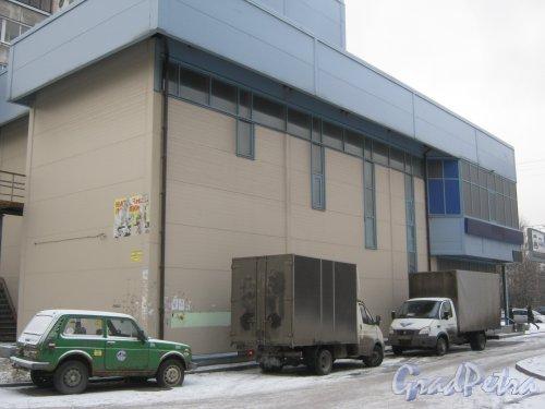 Ленинский пр., дом 125, корпус 6, литера А. Фрагмент здания со стороны дома 127, корпус 2. Фото 12 января 2014 г.