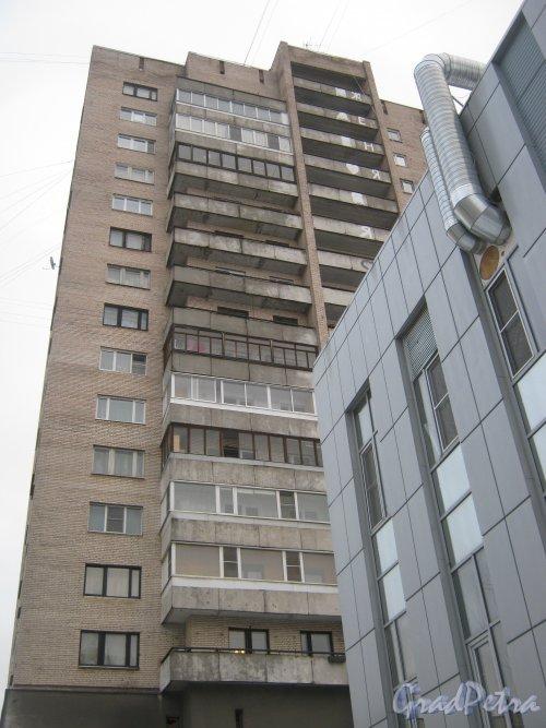 Ленинский пр., дом 121, литера А. Фрагмент здания со стороны двора. Фото 12 января 2014 г.