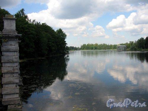 Гатчинский (Дворцовый) парк. Белое озеро и Павильон Венеры от Большой террасы-пристани. Фото июль 2006 г.