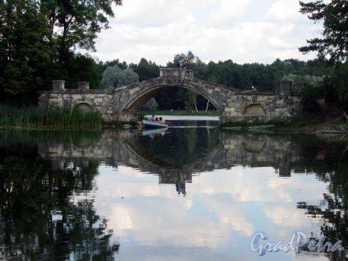 Гатчинский (Дворцовый) парк. Дворцовый парк. Горбатый мост. фото июль 2006 г.