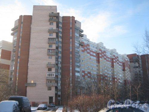 Пр. Маршала Жукова, дом 30, корпус 2. Фрагмент здания. Вид со стороны дома 105, корпус 2 по пр. Стачек. Фото январь 2014 г.
