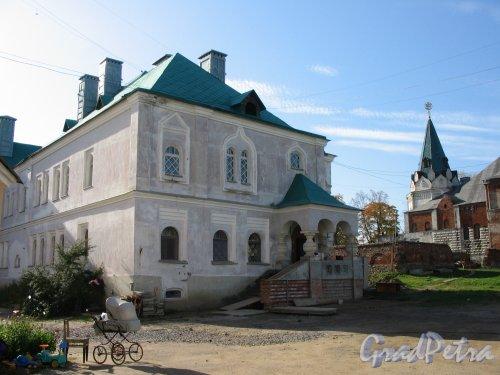 Академический пр. (Пушкин), д. 14-18 Фёдоровский городок. Двор. Фото сентябрь 2007 г.