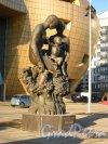 Скульптурная группа «Древо жизни» перед деловым центром «Балтийскаяжемчужина». Фото 28 марта 2013 г.