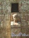 Петербургское шоссе (Пушкин), д. 1. Египетские ворота. Фланкирующая стелла. Фото сентябрь 2007 г.