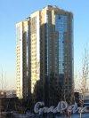 Выборгское шоссе, д. 17.жилой комплекс «Шуваловские Высоты». На переднем плане - корпус 4. Вид с улицы Композиторов. Фото январь 2014 г.