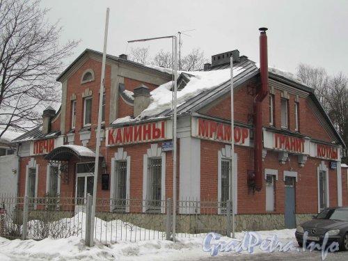 Выборгское шоссе, дом 104. Общий вид здания после реконструкции. Фото март 2012 года.