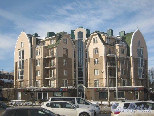 Выборгское шоссе, дом 48. Общий вид фасада здания. Фото 16 марта 2013 г.