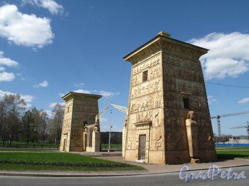 Петербургское шоссе (Пушкин), д. 1. Египетские ворота. Фото сентябрь 2007 г.